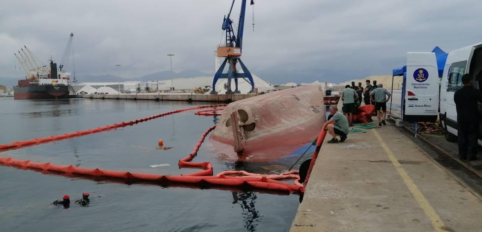 Labores de búsqueda del estibador desaparecido en el Puerto de Castellón