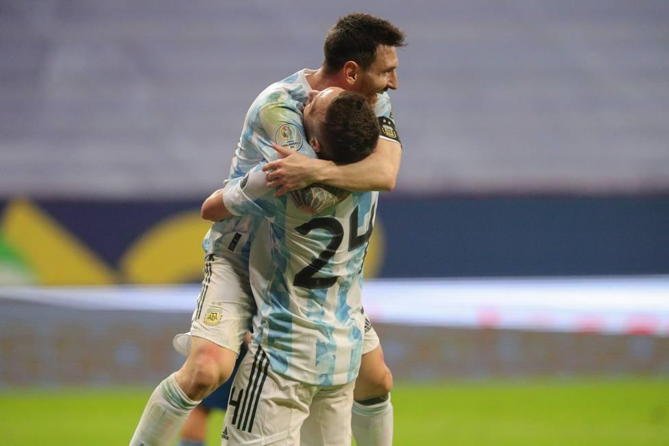 Argentina vence por la mínima gracias a un gol del 'Papu' Gómez; reparto de  puntos entre Chile y Uruguay - Fútbol Internacional - COPE
