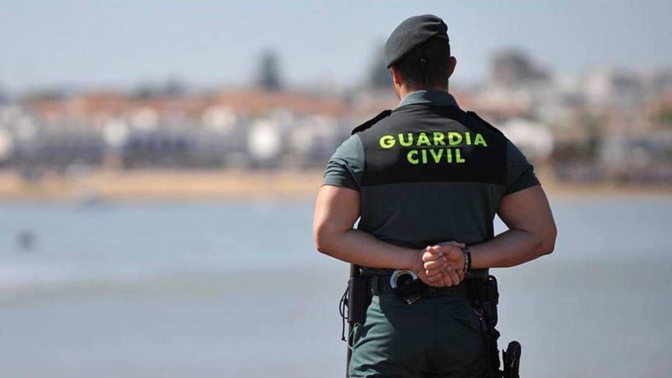 Guardia Civil vigilando la costa