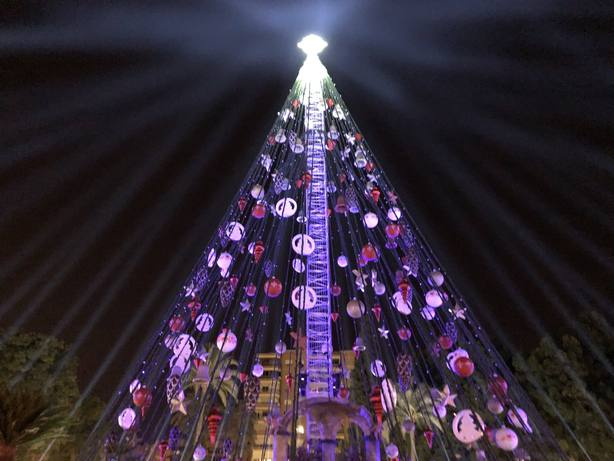 La luz de la Navidad ilumina Murcia