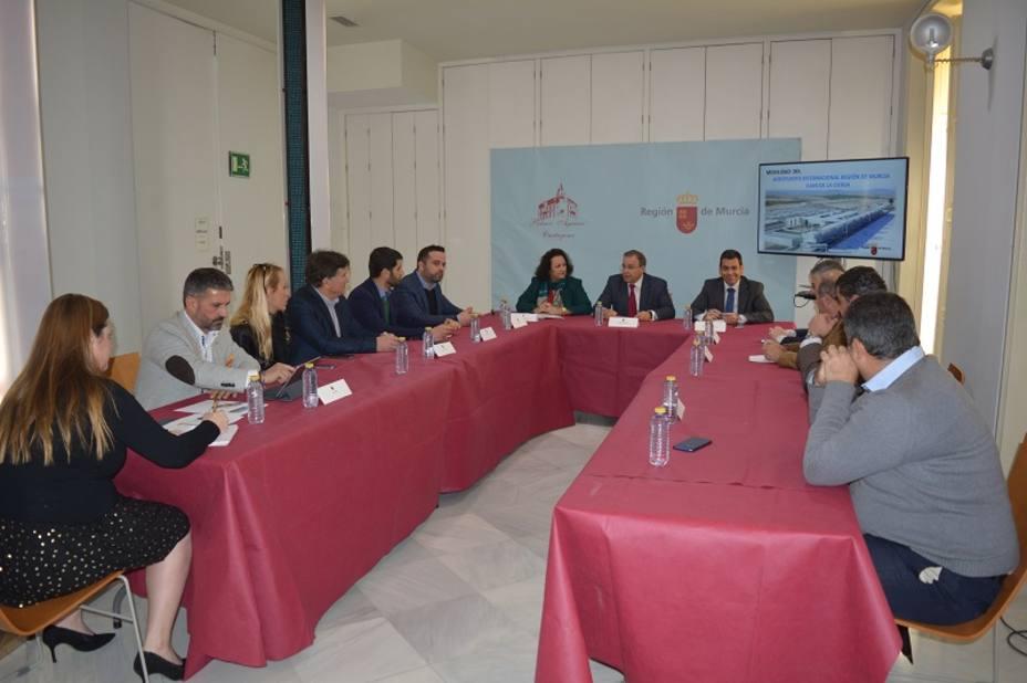 El consejero de Fomento se reúne con empresarios del sector turístico para recopilar las demandas de turistas