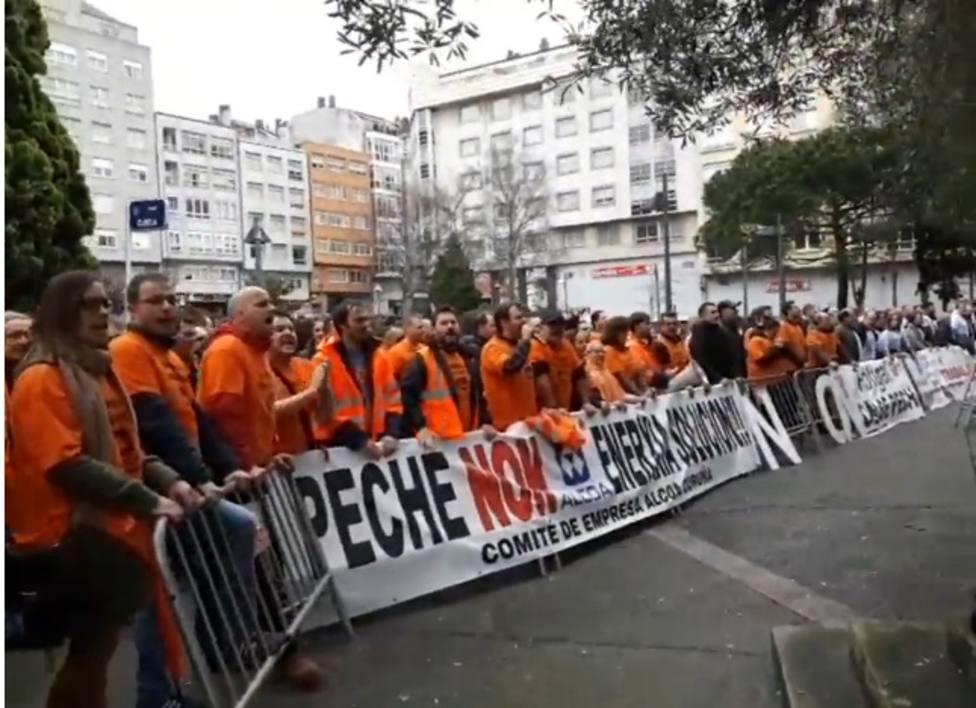 Trabajadores de ALCOA se manifiestan en el mitin de Pedro Sánchez en A Coruña