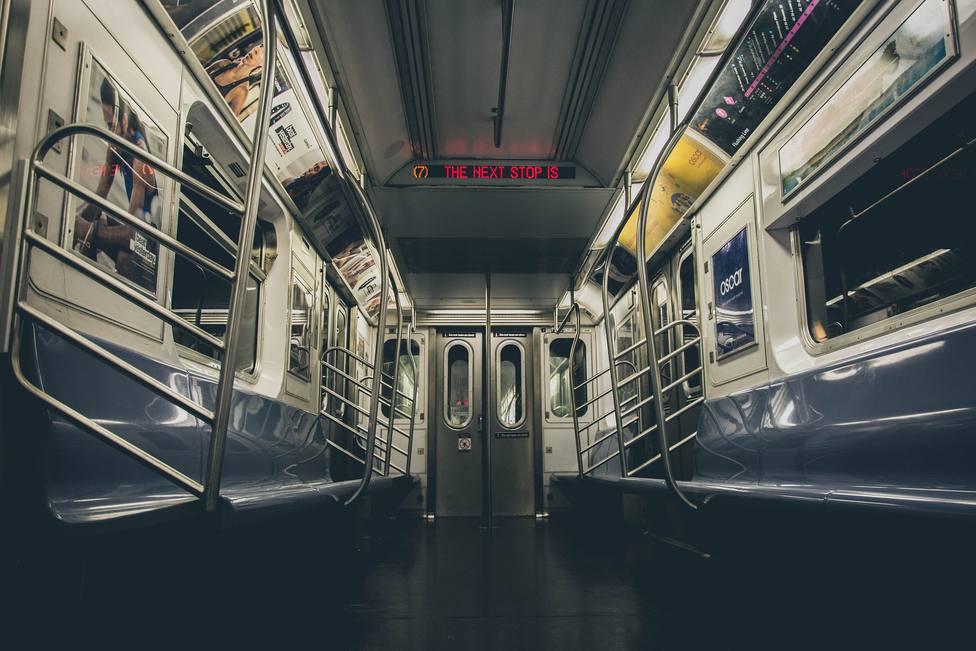El gran gesto de un pasajero de metro que han aplaudido las redes