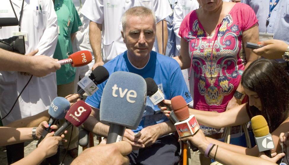 ORTEGA CANO ABANDONA EL HOSPITAL VISIBLEMENTE EMOCIONADO