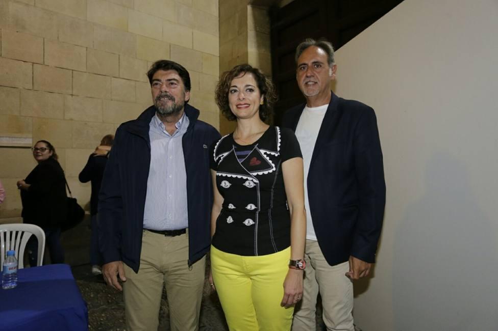 Toñi Martín-Zarco junto al alcalde y el concejal de Fiestas