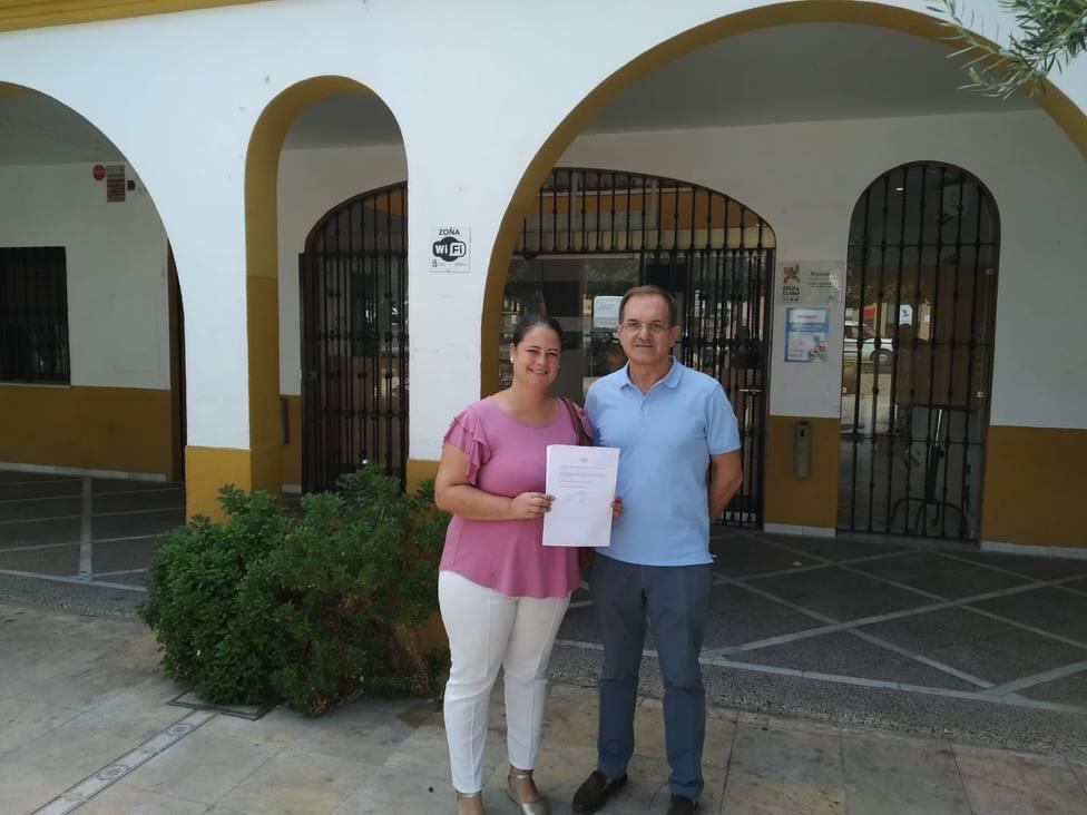 Vox y Adelante Andalucia se unen en un pueblo de Sevilla para evitar un desahucio