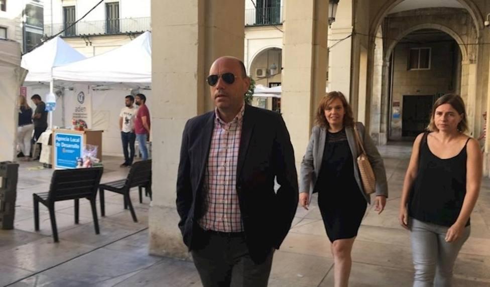 Gabriel Echávarri llega a la Audiencia Provincial (EuropaPress)