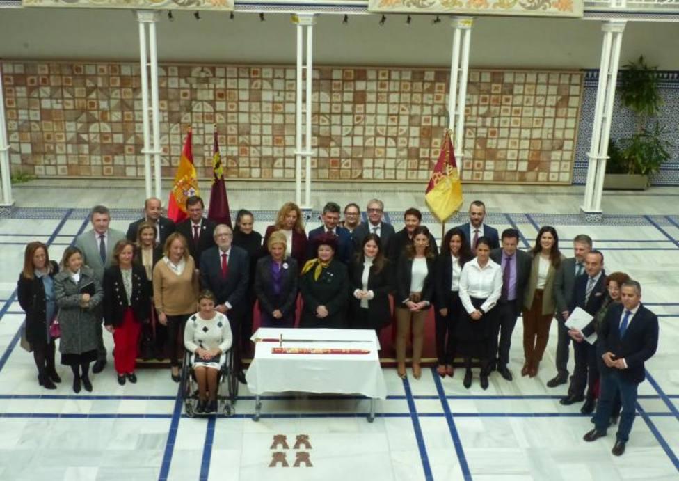 La Federación San Clemente presenta en Asamblea Regional la réplica de la vaina ceremonial de Reyes Católicos
