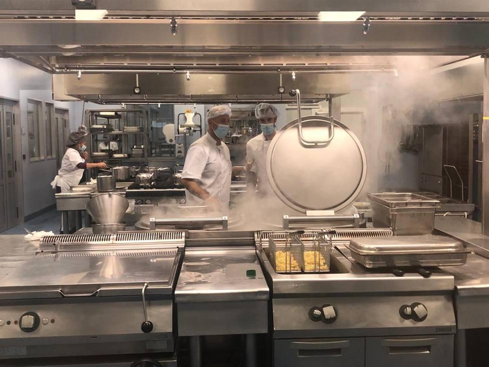 Nuevas cocinas del CHUF ubicadas en el Hospital Naval de Ferrol. FOTO: Área Sanitaria de Ferrol