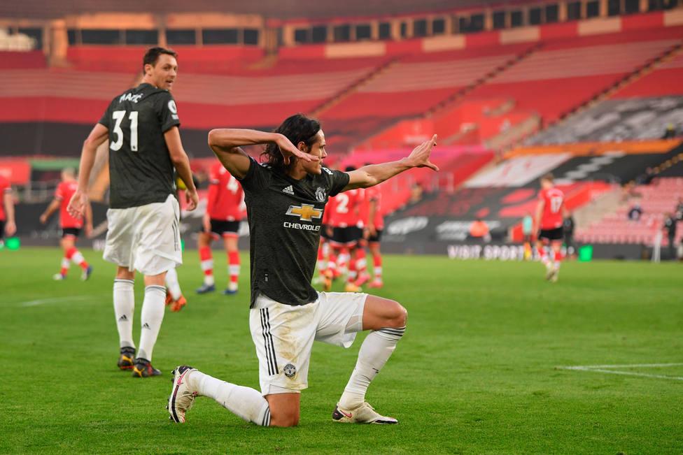 Cavani celebra uno de sus goles al Southampton (EFE)