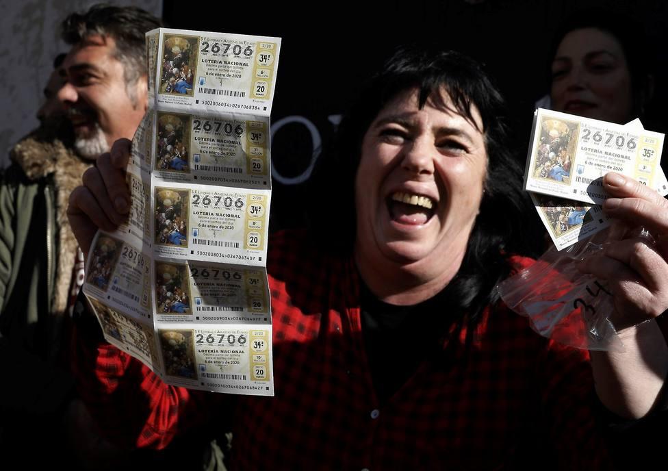 Devuelve un sobre con dinero y la fortuna le sonríe con el segundo premio del Niño