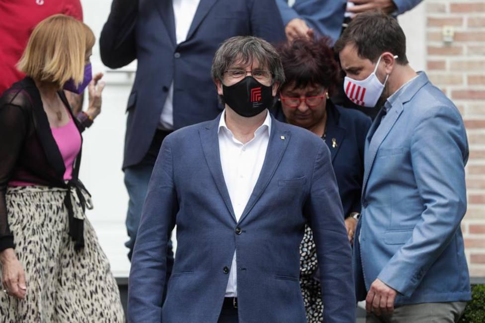 Absueltos los mossos que acompañaron a Puigdemont en el momento de su detención