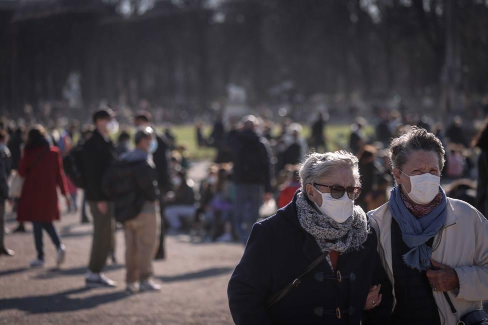 Francia suma más de mil pacientes en cuidados intensivos
