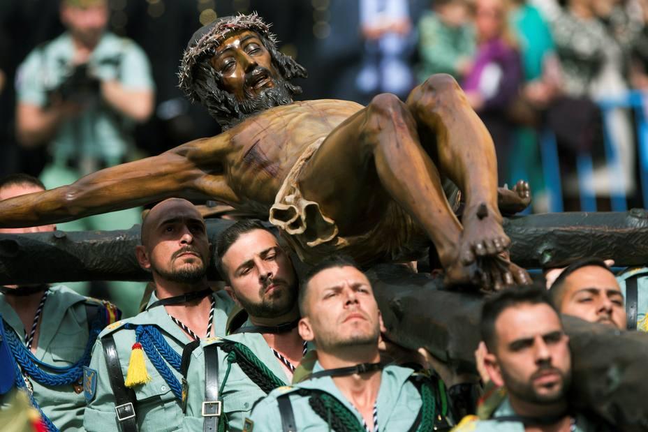 Legionarios trasladan el Santísimo Cristo de la Buena Muerte