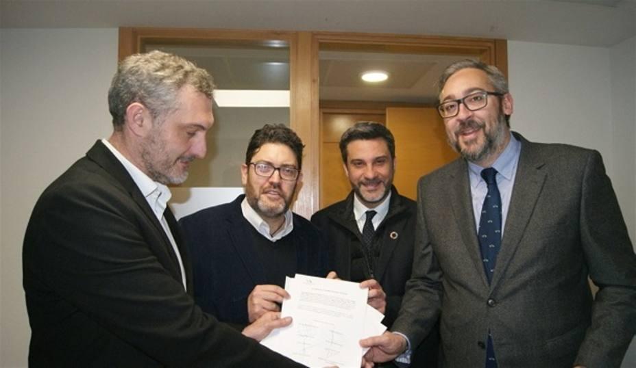 PP, PSOE, Cs y Podemos suscriben el registro oficial de la Ley de Senderos señalizados de la Comunidad