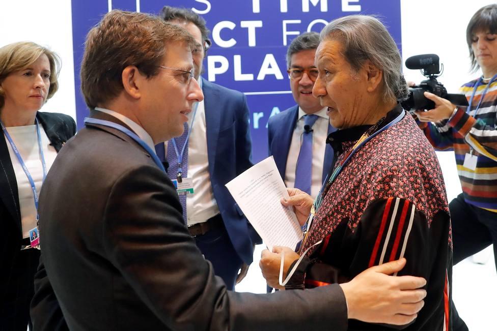 Un líder indígena abronca a Martínez-Almeida en la Cumbre del Clima
