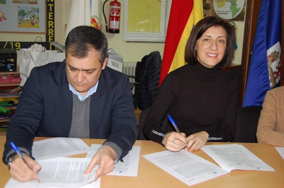 Alcalde de Monterrei y conselleira de Medio Ambiente firman el convenio para redactar el nuevo Plan General
