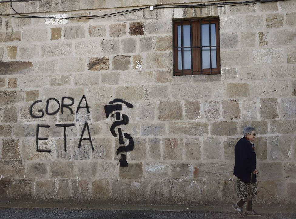 El PSOE vota en contra de que Europa investigue 379 asesinatos de ETA sin resolver