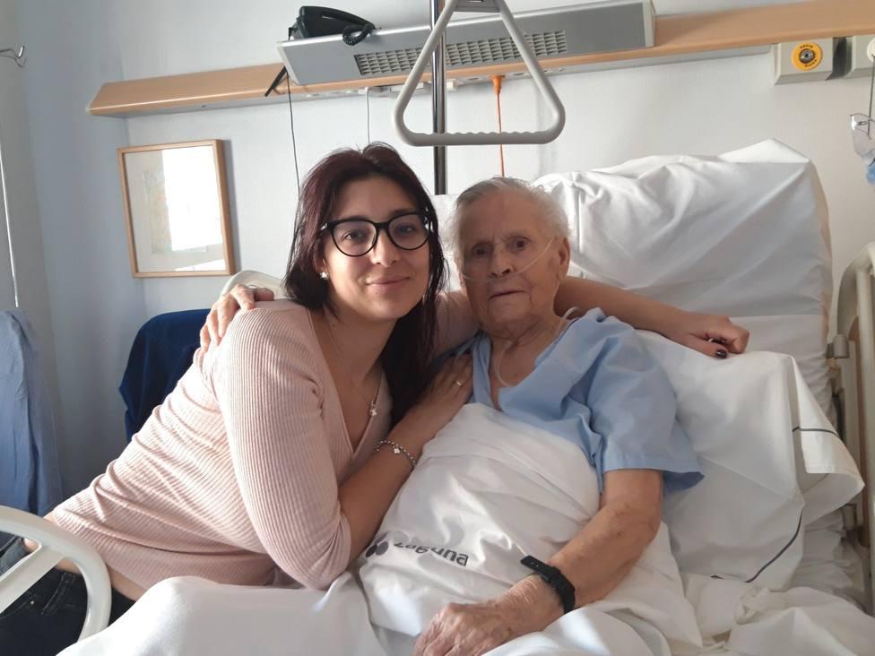 """Con un tumor avanzado y 88 años, Carmen quiere vivir, rendirse """"es de cobardes"""""""