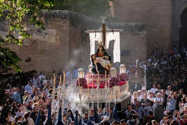 Procesión de Santa María de la Alhambra, celebrada en Sábado Santo en Granada