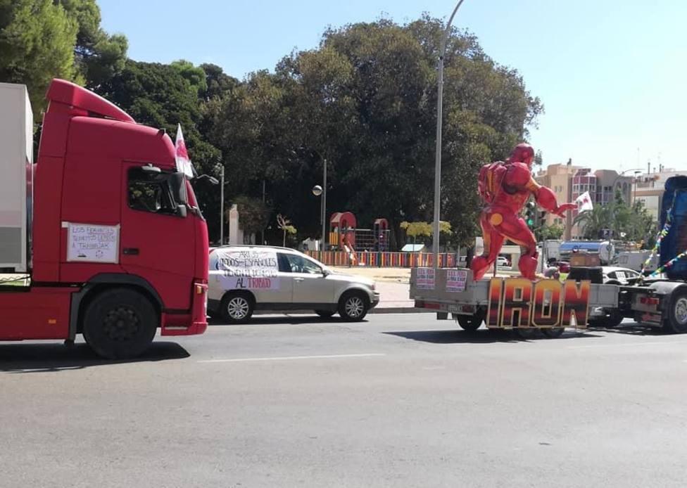 Los feriantes protestan en Cartagena pidiendo que se les deje trabajar
