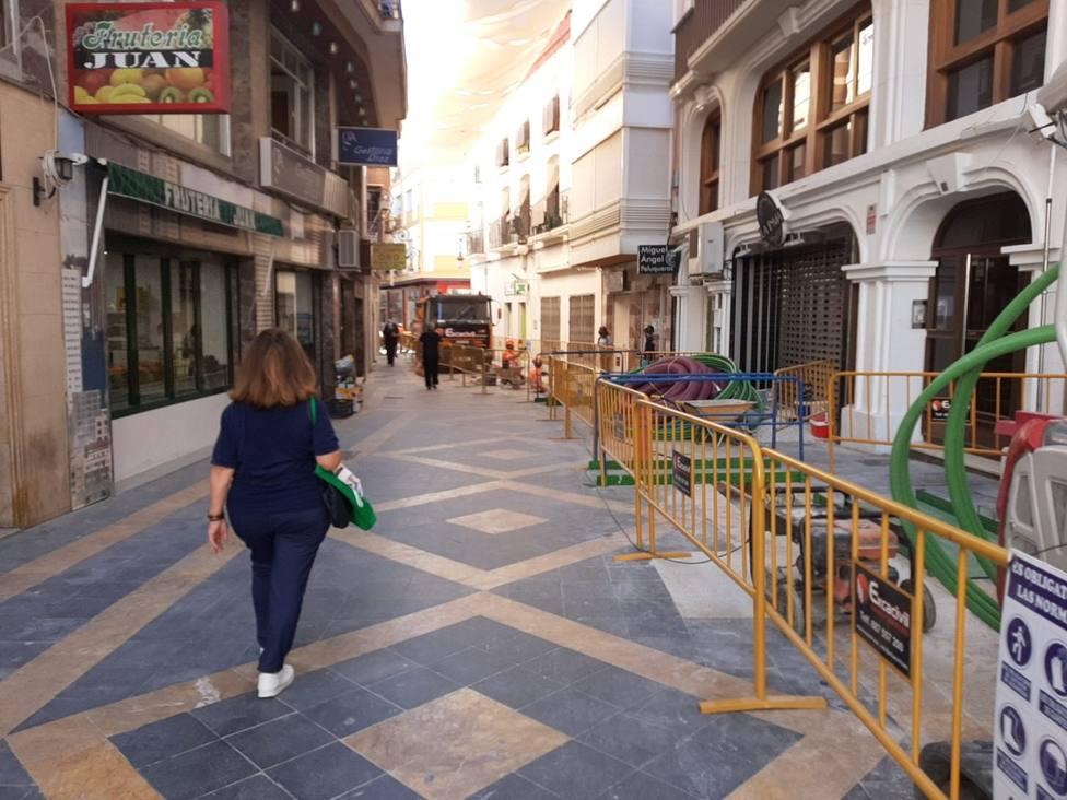 Refuerzan la línea eléctrica que atraviesa la calle Corredera para evitar apagones
