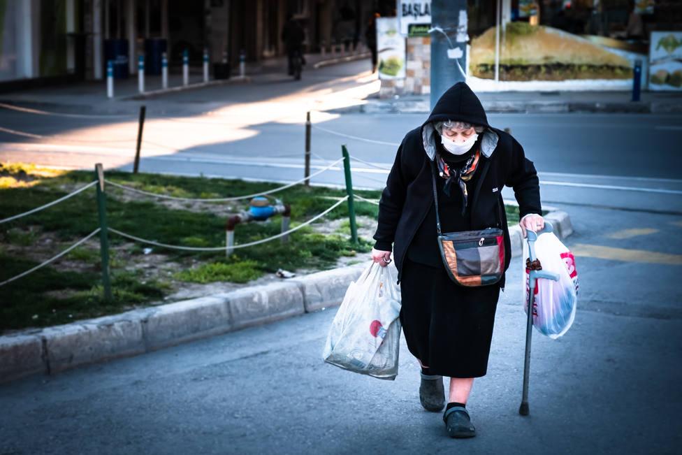 Polonia abre un corredor comercial para mayores de 60 años