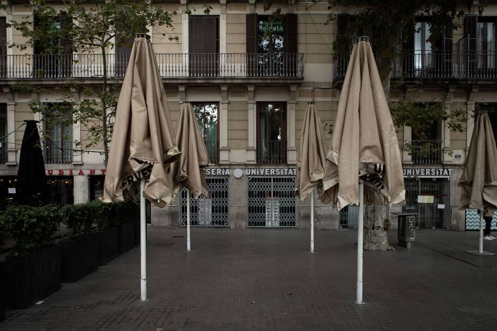 Empieza la limitación horaria en las tiendas de 24 horas en Cataluña