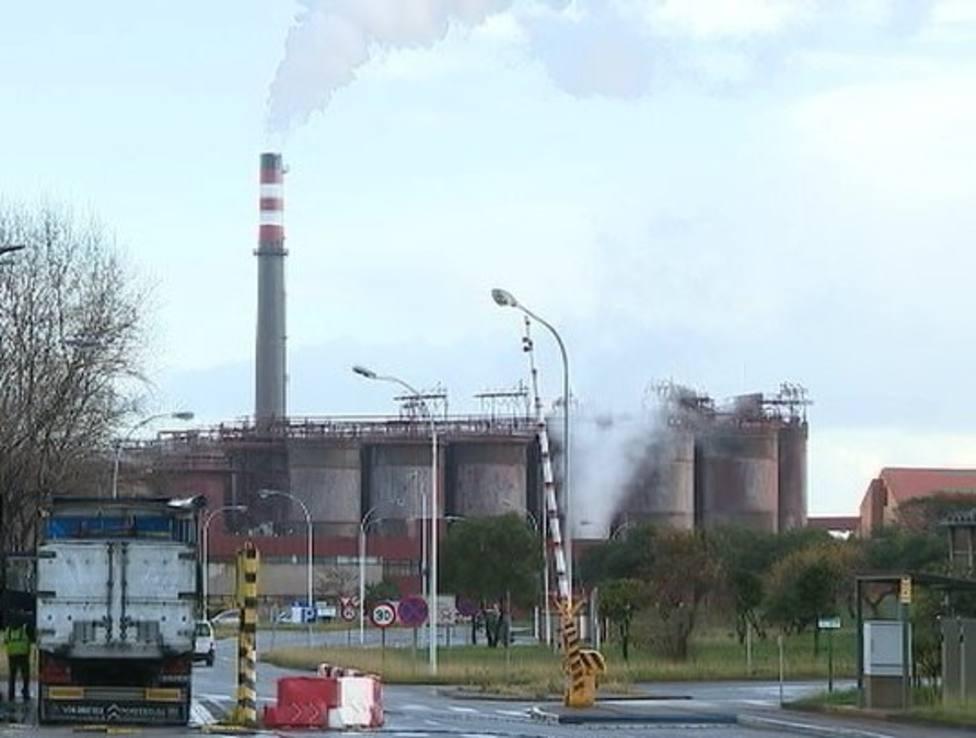 Los trabajadores de Alcoa reciben el apoyo de la patronal gallega del metal
