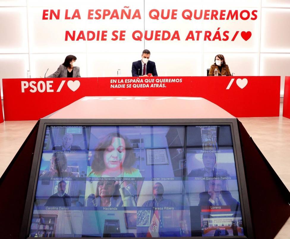 Sánchez reprocha a los barones sus críticas por el apoyo de Bildu y la Ejecutiva cierra filas con el Gobierno