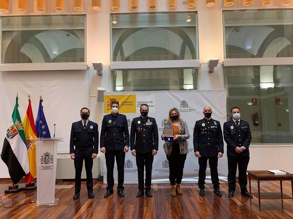 La delegada del Gobierno en Extremadura, condecorada por Unijepol por su gestión de la pandemia de la Covid-19