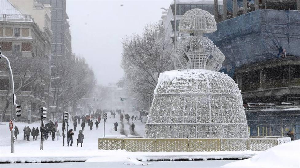Madrid amanece con un manto blanco helado