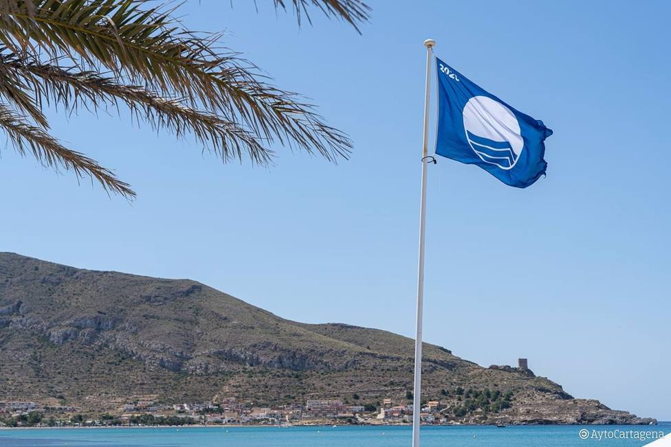 La Región de Murcia revalida sus 32 banderas azules y cuenta con un nuevo Sendero Azul