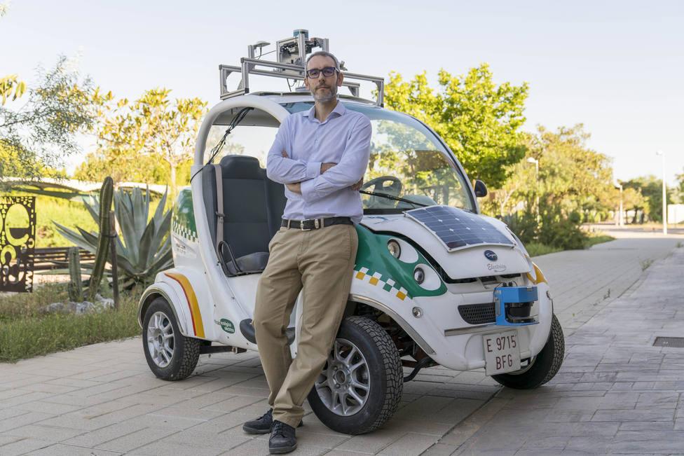 Un investigador almeriense crea un software para el uso de robots móviles en los hospitales
