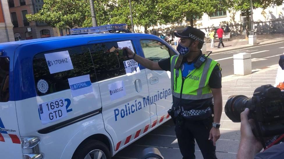 La Policía Municipal prueba el escaneo que detectará el estado de los vehículos