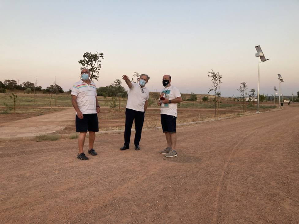 Urbanismo pone en funcionamiento el alumbrado de farolas solares en el Parque de Levante