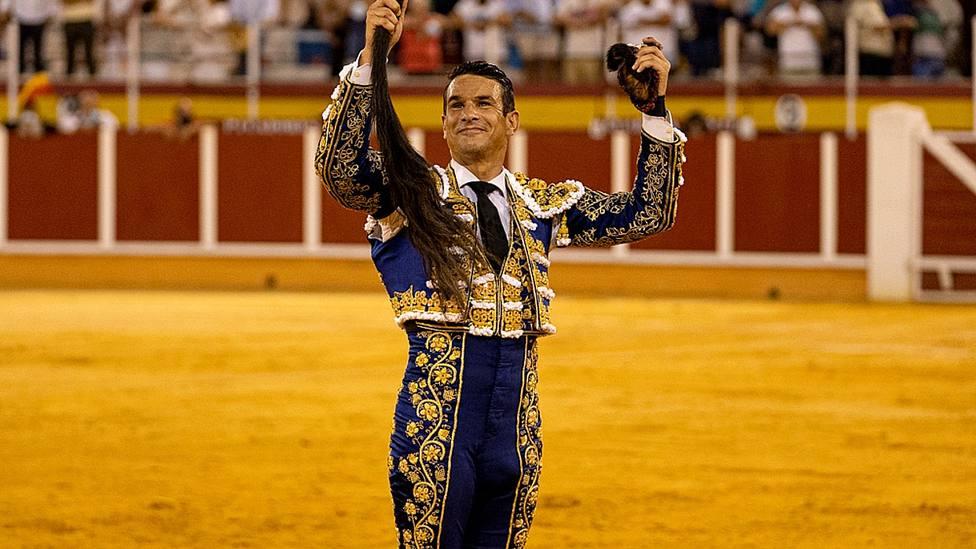 Manzanares con los máximos trofeos conquistados este jueves en Tomelloso (Ciudad Real)