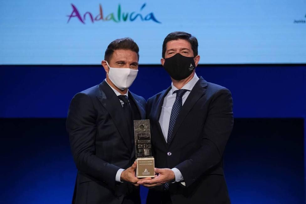 El futbolista portuense Joaquín Sánchez recibe el premio Embajador de Andalucía de Turismo