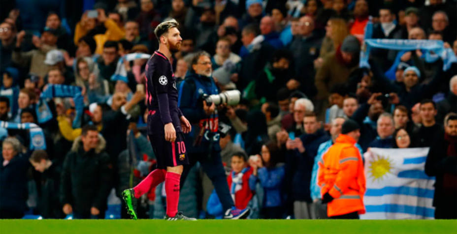 Leo Messi, retirándose al túnel de vestuario. REUTERS