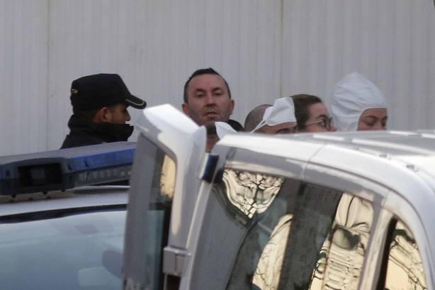 Prosigue la inspección ocular en la finca del detenido de Sárdoma (Vigo) tras más de cuatro horas