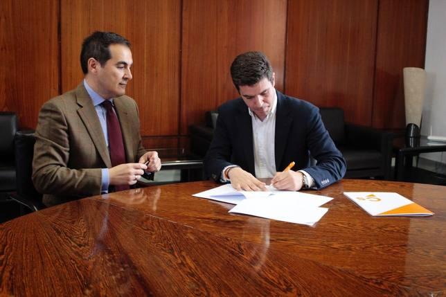 PP-A y Cs registran juntos la reforma del Estatuto de Andalucía para eliminar aforamientos pero discrepan en los plazos