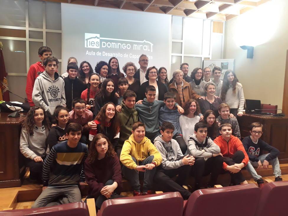 Alumnos y profesores con el alcalde