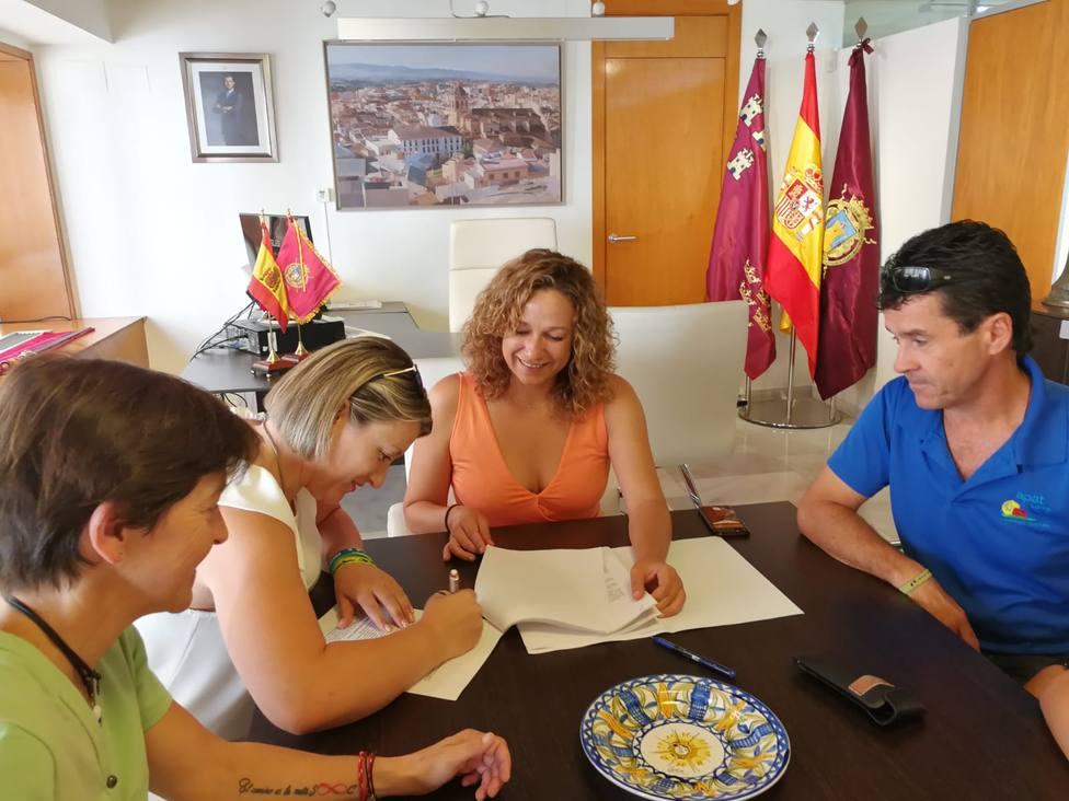 El Ayuntamiento de Lorca firma un convenio colaboración con APAT para ampliar horario Centro Atención Temprana