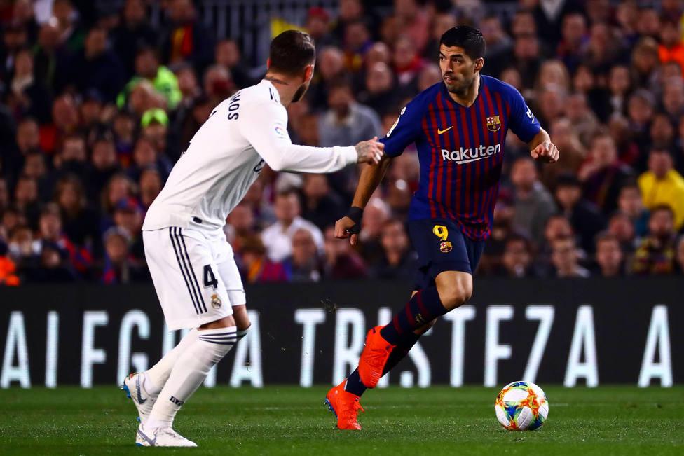Sergio Ramos y Luis Suárez, en un Clásico en el Camp Nou (Cordon Press)