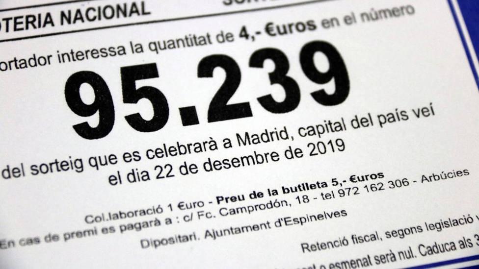 Imagen de la papeleta de la lotería con la refencia capital del país veí.Foto (ACN/ Estefania Escolá)