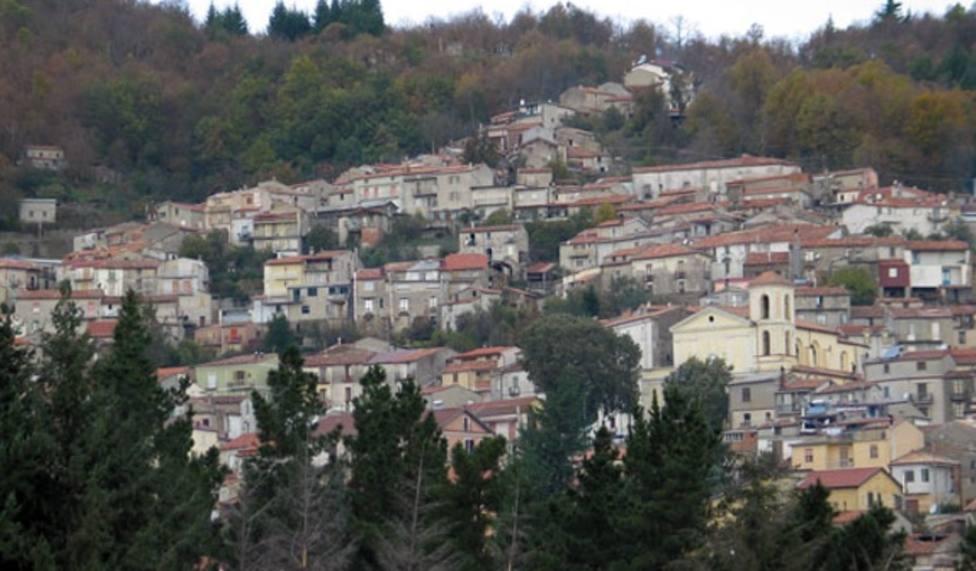 Serrastretta está situado sobre una colina de la provincia de Catanzaro, región de Calabria, al sur de Italia