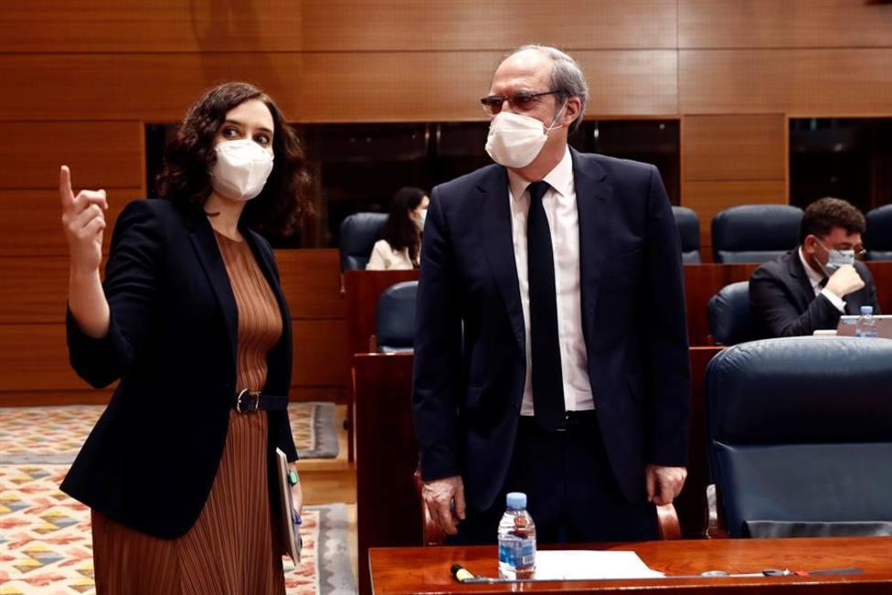 Isabel Díaz Ayuso y Ángel Gabilondo en la Asamblea de Madrid