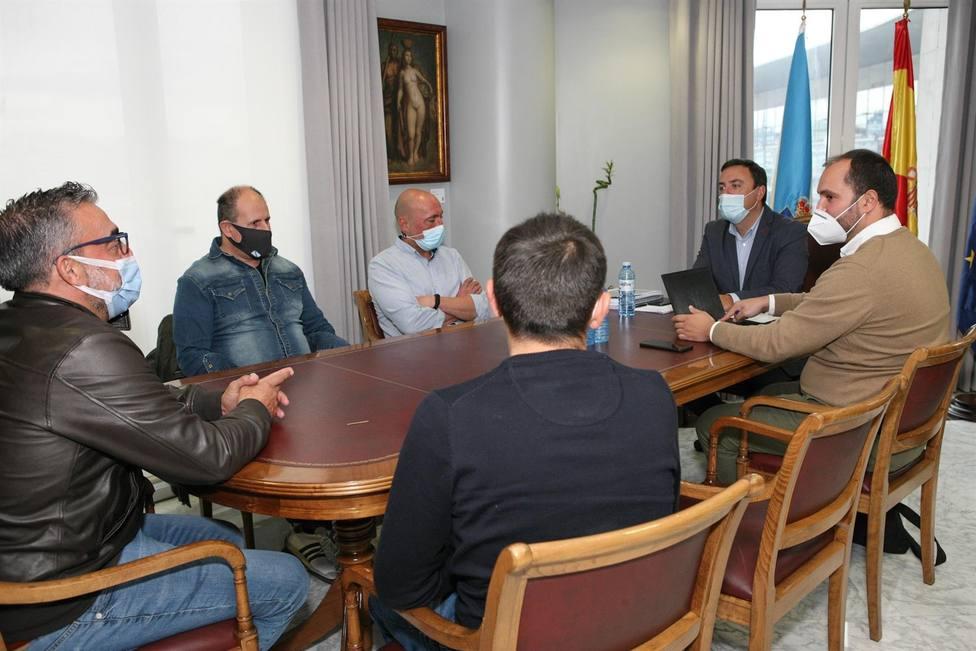 El presidente de la Diputación de A Coruña se reunió con trabajadores de Siemens Gamesa en As Somozas