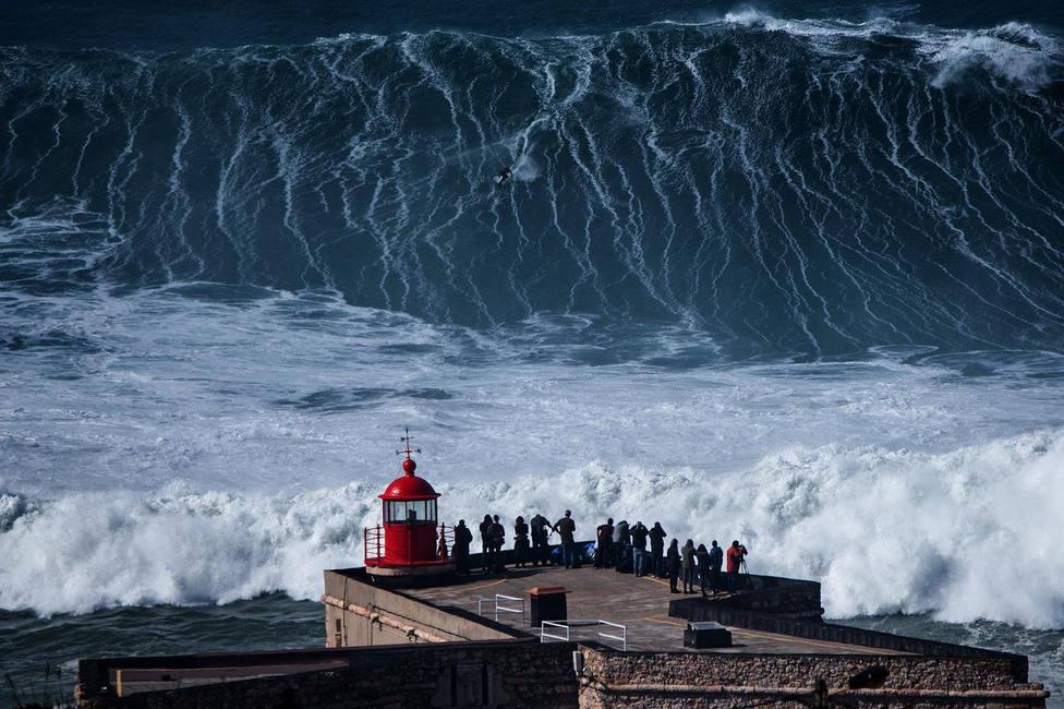 Llega al Cantábrico la mayor marejada en años con olas que pueden superar los 10 metros