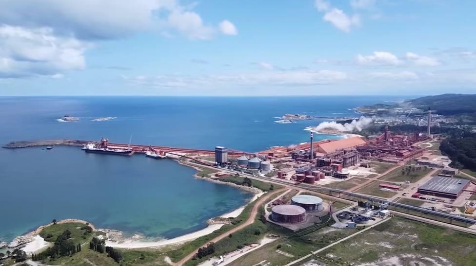 Vista aérea del complejo industrial de Alcoa San Cibrao
